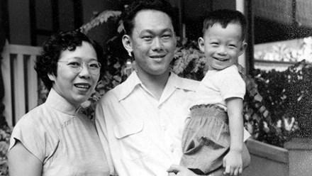 Hai vợ chồng ông Lý Quang Diệu và con trai Lý Hiển Long